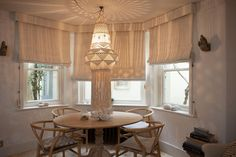 We added these neutral, soft blinds to keep this living space bright and airy..#curtains #interiordesigner #interiordesign #blinds #bespokecurtains #bespokeblinds #made to measure #livingroom #livingroomdecor #interiorgoals #personalised