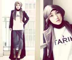 Hijab fashion has become worldly recognized, with many styles being created for Muslim girls around the world. Today we'll explore the best styles throughout the world, and tell you about the Hijab Fashion For Muslim Girls. Hijab Outfit, Ootd Hijab, Turban, Style Funky, How To Wear Hijab, Moslem Fashion, Street Hijab, Hijab Stile, Hijab Chic