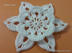 Crochet Motif Patterns, Crochet Patterns For Beginners, Crochet Pony, Crochet Hooks, Crochet Doilies, Crochet Flowers, Flower Motif, Baby Booties Knitting Pattern, Crochet Flower Tutorial