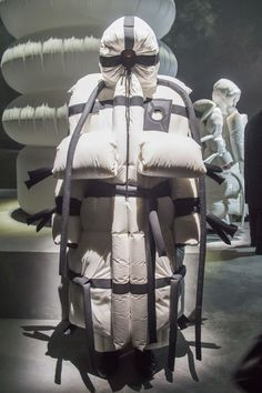 Moncler unveiled eight projects by its 'Geniuses' to kick off Milan Fashion Week Knit Fashion, Grey Fashion, Minimal Fashion, Runway Fashion, Fashion Design, Milan Fashion, Moncler, Fashion Games, Fashion News