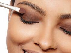 Maquiagem de olho – Dicas de como esfumar com sombras nacionais e baratinhas.
