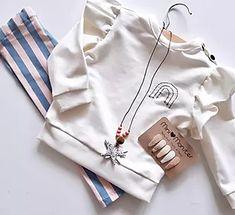 Een leuke sweater, geschikt voor jongens en meisjes. Gratis patroon Sewing School, Sewing Lessons, Baby Sweaters, Retro, Clothing Patterns, Diy Clothes, My Girl, Baby Kids, Jumpsuit