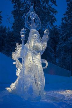Ice sculptures are beautiful and chilly works of art. Snow Sculptures, Art Sculpture, Abstract Sculpture, Metal Sculptures, Bronze Sculpture, Snow And Ice, Fire And Ice, Snow Castle, Ephemeral Art