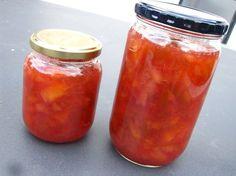 Helt simpel opskrift på dejlig blomme marmelade, med blommer fra haven eller fra naturen. Opskriften kan også bruges til andet frugt. :)