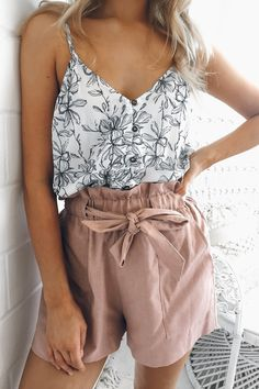 pink shorts, floral bacl and white tank top. Cute casual outfit idea for college girls
