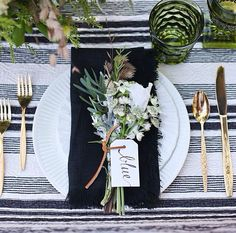 Wedding table with gold flatware and white plates. Black napkins with leaf and floral embellishment. Beautiful Table Settings, Wedding Table Settings, Setting Table, Dinner Table Settings, Casual Table Settings, Christmas Table Settings, Wedding Tables, Our Wedding, Dream Wedding