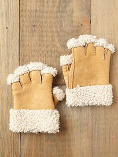 Sherpa Fingerless Gloves- how cute for fall! #freepeople #gloves