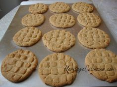 Voici la recette secrète à ma grand-mère Albert pour réaliser des bons biscuit au beurre d'arachide tendres et délicieux. #biscuit #beurre d'arachide #arachide No Cook Desserts, Cookie Desserts, Dessert Recipes, Mousse, Waffles, Muffins, Food And Drink, Cupcakes, Nutrition