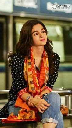 Tune kuch khaya nahi hoga toh kha le warna mai bhi nahi khaugi 😡mere liye pls khale nai ajj mai gussa hu mom sa I'll not Indian Attire, Indian Wear, Indian Outfits, Shirt And Jeans Women, Alia Bhatt Saree, Stylish Kurtis Design, Kurti With Jeans, Alia Bhatt Photoshoot, Aalia Bhatt