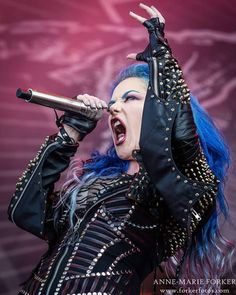Angela Gossow, Heavy Metal Girl, Alissa White, Arch Enemy, Famous Musicians, Music Stuff, Great Photos, The Rock, Girl Power