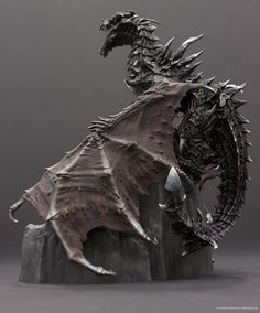Bethesda today unveiled a screenshots that will get all fans of Skyrim up close to the Dragon in Collector's Edition of the game. The dragon looks sweet Dragon Statue, Dragon Art, Fantasy Dragon, Fantasy Art, Fantasy Creatures, Mythical Creatures, Dragon Oriental, Skyrim Dragon, Elder Scrolls Skyrim