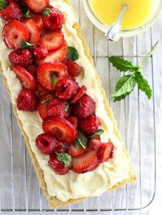 Berry Tart with Lemon Curd Mascarpone - Foodie Crush Lemon Recipes, Tart Recipes, Strawberry Recipes, Sweet Recipes, Dessert Recipes, Strawberry Balsamic, Strawberry Tart, Just Desserts, Delicious Desserts