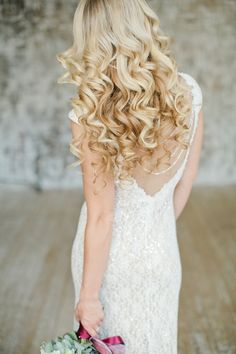 Loose and curly hairstyle for your wedding | Warmphoto | see more on: http://burnettsboards.com/2014/12/3-hair-makeup-winter-brides/