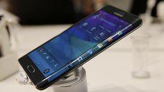 Samsung quiere lanzar dos versiones de su próximo Galaxy S6, una de las cuales, según Bloomberg, tendrá una pantalla con tres caras. El diario estadounidense apunta que fuentes directas han confirmado que ambas versiones del móvil tendrán un cuerpo metálico y los procesadores más avanzados de Samsung.