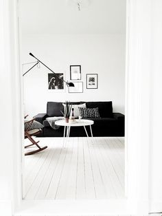 Black and White Living Rooms. I'd like to share with you some pretty monochromatic spaces with a bold black and white contrast ( Charlotte Ryding) Living Room Inspiration, Interior Inspiration, Home Living Room, Living Room Decor, White Floorboards, Black And White Living Room, Black White, White Wood, White Walls
