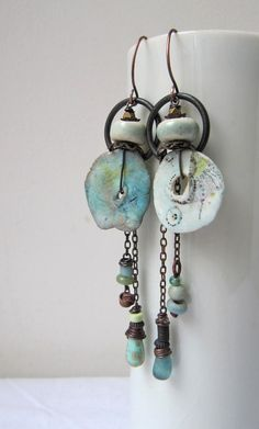 I managed to forget to post last month, in my scatty way, so it seems right to share two pairs of earrings today. Not so long ago I got some beautiful porcelain discs from Emma Louise Wilson. They var Ceramic Jewelry, Enamel Jewelry, Polymer Clay Jewelry, Metal Jewelry, How To Make Earrings, Beaded Earrings, Earrings Handmade, Beaded Jewelry, Handmade Jewellery