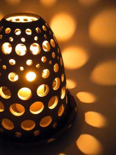 Lanterne in terracotta smaltata. Dim.: 15cm d. x 15cm h.