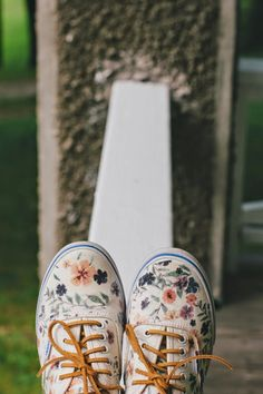 DIY floral Vans - yes! I will find cheap white canvas shoes and do this Sock Shoes, Cute Shoes, Vans Shoes, Floral Vans, Floral Shoes, Floral Sneakers, Baskets, Do It Yourself Fashion, Painted Shoes