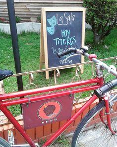 Un super plan y en contados minutos!!! Los esperamos en @lasala.dc  #brownieriamorenobrownie#brownies#coffelovers#chocolatelovers#casacultural#arte#cultura#teatro#art#titeres#coffetime#sunday#morning#foodbike#bike#lovebike#bici#emprendimiento#motivation#felicidad#bogotá#teusaquillo#teamobogotá