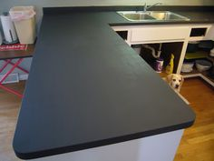 Decor & Harmony: Kitchen Countertops - chalk paint and wipe on poly to look like soap stone? I could do this for my little cafe table for the kitchen. Kitchen Paint, Kitchen Redo, Painting Countertops, Painting Laminate, Chalk Painting, Concrete Countertops, Chalk Paint Projects, Paint Ideas, Updated Kitchen