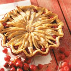 Flower pie crust / OH BUT I'M SURE I COULDN'T DO THIS!  IT'S SOOOOO BEAUTIFUL FOR A PIE ♥