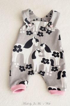 Cute Pony Print Slip Jumpsuit for Baby Girl Sewing Baby Clothes, Baby Clothes Patterns, Baby Kids Clothes, Baby Sewing, Doll Clothes, Baby Outfits Newborn, Sewing For Kids, Handmade Clothes, Little Babies