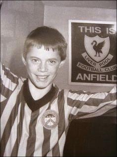 Little Jamie Carragher, good lad. Liverpool Legends, Liverpool Fans, Liverpool Football Club, Football Awards, Football Icon, Football Stadiums, Dennis Bergkamp, Liverpool Champions, Club World Cup