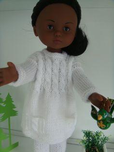 Le blanc lui va si bien..Je ne m'en lasse pas !!! La tunique..une création en laine très fine tricotée avec des aiguilles N° 2 Le legging est un modèle de Marie et laines..l(es voyages de Capucune) auquel j'ai ajouté 4 mailles..ma laine étant très fine....