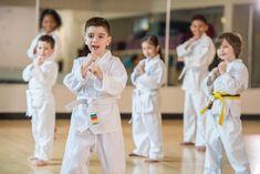 Οι πολεμικές τέχνες είναι μια ωφέλιμη αθλητική δραστηριότητα που κάθε παιδί αξίζει να παρακολουθεί.Οι πολεμικές τέχνες καμία σχέση δεν έχουν με επιθετική συμπεριφορά, δεν προάγουν τη βία, δεν ξεσηκώνουν τα παιδιά να εκδηλώνουν αλαζονική συμπεριφορά λόγω της δύναμης που ενδεχομένως έχουν.Ακριβώς τα αντίθετα συμβαίνουν στα παιδιά που με σοβαρότητα παρακολουθούν μια καλή σχολή που προσφέρει [...]