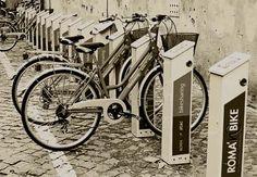 roma-bici.jpg; sólo quedan los soportes como resto arqueológico de un pasado feliz para los ciclistas