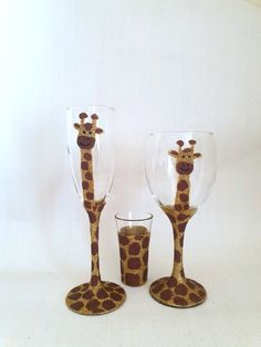 Hand glittered glitter glasses, giraffe set, consists of two glasses your choice and a shot glass,set of three. Each giraffe is slightly different as wach is hand glittered and no set pattern as nature intended. Glitter Glasses, Glitter Gifts, Shot Glass Set, Giraffe, Birthday Gifts, Artisan, Mugs, Unique Jewelry, Handmade Gifts