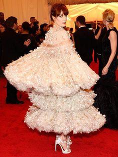 Florence Welch in Alexander McQueen 2012 Met Gala.i mean, it's Alexander McQueen. Met Gala Red Carpet, Florence Welch, Red Carpet Fashion, Fashion Pictures, Designer Dresses, Alexander Mcqueen, Celebrity Style, Flower Girl Dresses, Glamour