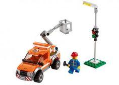 Semaforul nu mai functioneaza si acum pe strazile din LEGO City e haos! Cheama camionul usor de reparatii urca mecanicul in pozitie cu bratul de macara si repara semaforul pentru a restabili traficul...