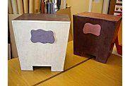 Tabourets en carton, créations d'Armelle réalisées à l'issue d'un stage d'initiation à la création de mobilier en carton de 4 jours.