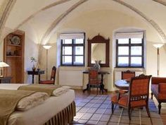 Fronius Boutique Residence offers accommodation in an atmospheric renovated building, right in the Sighişoara Medieval Citadel. Room Wanted, Character Home, Restaurant, King Beds, Amazing Architecture, House Rooms, Interior Design, Furniture, Boutique