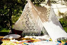 HANGING KNIT TEEPEE 4SQ via TIPIYEAH. Click on the image to see more teepee ´s!