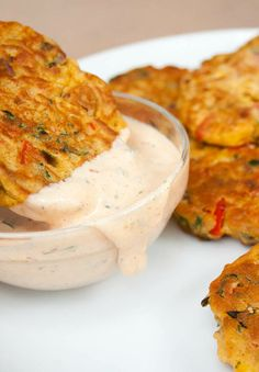 Vegetable Fritters (vegan, gluten free) - These vegan fritters make a great appetizer or meal. If you have vegetables to use up, these are a great way to use them up. Vegan Lunch Recipes, Vegan Dinners, Cooking Recipes, Healthy Recipes, Vegan Treats, Vegan Foods, Free Recipes, Gluten Free Appetizers, Great Appetizers
