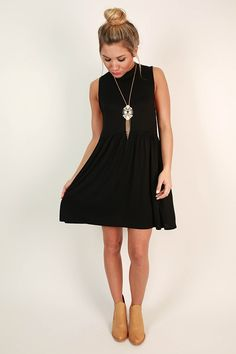 This baby doll dress is perfect for dressing up or down! Style it with a statement necklace and heels for a party, or with a booties and a cardigan for a more casual look!