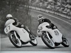 Minter (left) out brakes Hailwood at the top of Druids, Brands Hatch. Racing Motorcycles, Road Racing, Vintage Racing, Bike, Classic, Motorbikes, Bicycle, Bicycles, Classic Books