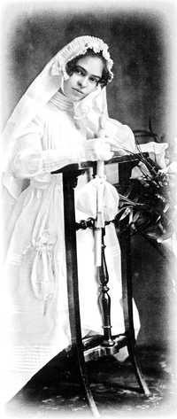 Frida Kahlo el día de su primera comunión en 1920. Foto: Archivo Isolda P. Kahlo