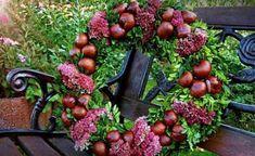 """#Fruchtschmuck #Herbstkränze #mit -   Traumhaft schön: der Herbst-Kranz von Community-Mitglied  """"Wellensittich"""", bestehend aus Kastanien, Buchs und Fetthenne.  Herbst-Kränze mit Fruchtschmuck"""