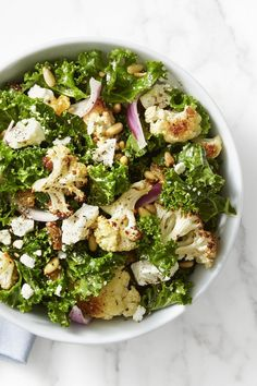Kale and Roasted Cauliflower Salad Roasted cauliflower and fresh You can find Fast food and more on our website.Kale and Roasted Cauliflower Salad Roasted cauliflower and fresh Easy Kale Recipes, Salad Recipes For Dinner, Healthy Salad Recipes, Vegetarian Recipes, Healthy Lunches, Healthy Eating, Keto Recipes, Simple Recipes, Clean Eating