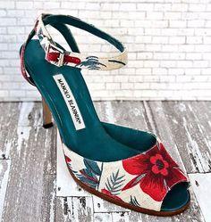 78955993198b MANOLO BLAHNIK 38 Floral Canvas Leather Red Blue Ankle Strap Sandals 7.5   Canvas  Sandals  WeartoWork