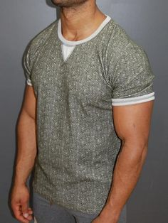 Best Fitting / Top Quality T-shirts, Shirts, Jeans and more at Great P Mens Hairstyles 2018, Mens Medium Length Hairstyles, Cool Hairstyles For Men, Men's Hairstyles, Ripped Jeans Style, Casual Wear For Men, Look Fashion, Men Fashion, Fashion Styles