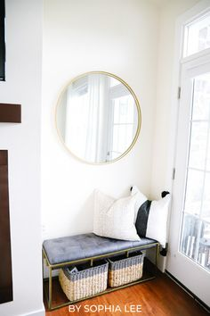 these small apartment ideas were so helpful for saving space and money when moving into my first apartment Small Living Rooms, Small Living Room Storage, Small Apartments, Living Storage, College Bedroom Apartment, Apartment Living Room, College Apartment Decor, First Apartment Decorating, Living Room Storage