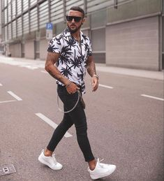Würdest du das Outfit auch tragen? Das gesamte Outfit findest du auf unserer Webseite! Casual Summer Outfits, New Outfits, Fashion Outfits, Gents Fashion, New Fashion, Stylish Men, Men Casual, Hawaii Outfits, Classy Men