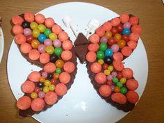 gâteau en forme de papillon (gateau au chocolat et bonbons)