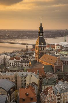 Riga hosts a fascinating collection of architectural delights, from medieval castles and churches to the urban structures of later periods; from the richness and quality of the art-nouveau to the wooden architecture of the 19th century.