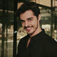 Turkish Men, Turkish Beauty, Turkish Actors, Handsome Celebrities, Handsome Actors, Leonardo Dicaprio 90s, Boys Dpz, Pop Singers, Best Model