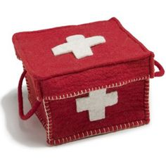 first aid box, - or a box for child's doctors play. Teaching kids about different jobs for the future. (also preparing children to visit doc office) Sewing For Kids, Diy For Kids, Crafts For Kids, Arts And Crafts, Diy Crafts For Gifts, Baby Crafts, Felt Crafts, Doctor For Kids, Felt Fabric